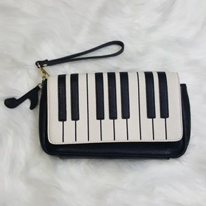 Cute Piano Keys Black and White Wrist Clutch